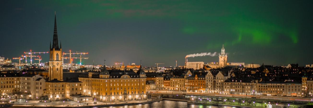 Bild på en stad i natten
